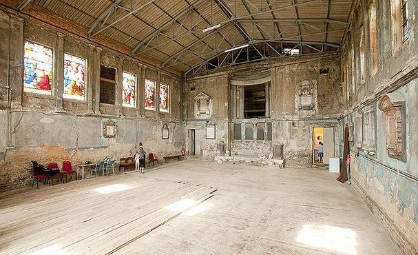 The 5 Most AMAZING Abandoned Buildings in London (In 2019)
